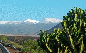 Teide: 2717 Meter mit einer Schneemuetze